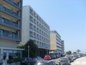 Reihe von Hotels in Rhodos Stadt