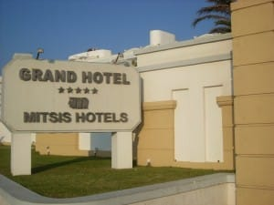 Das Schild vorm Mitsis Grand Hotel