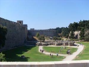 Der Burggraben rund um den Grand Master Palace